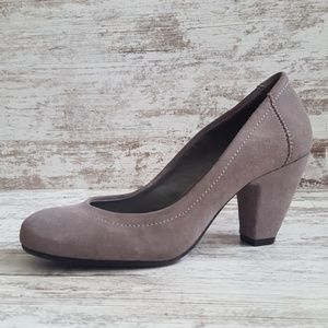 ⚀Like New BCBGeneration Gray Suede Pump